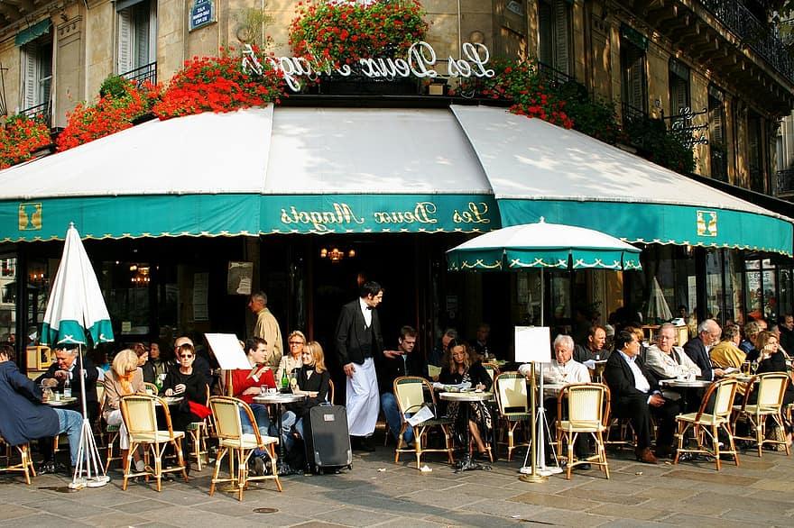 U Francuskoj će biti zabranjeno grijanje vanjskih terasa barova